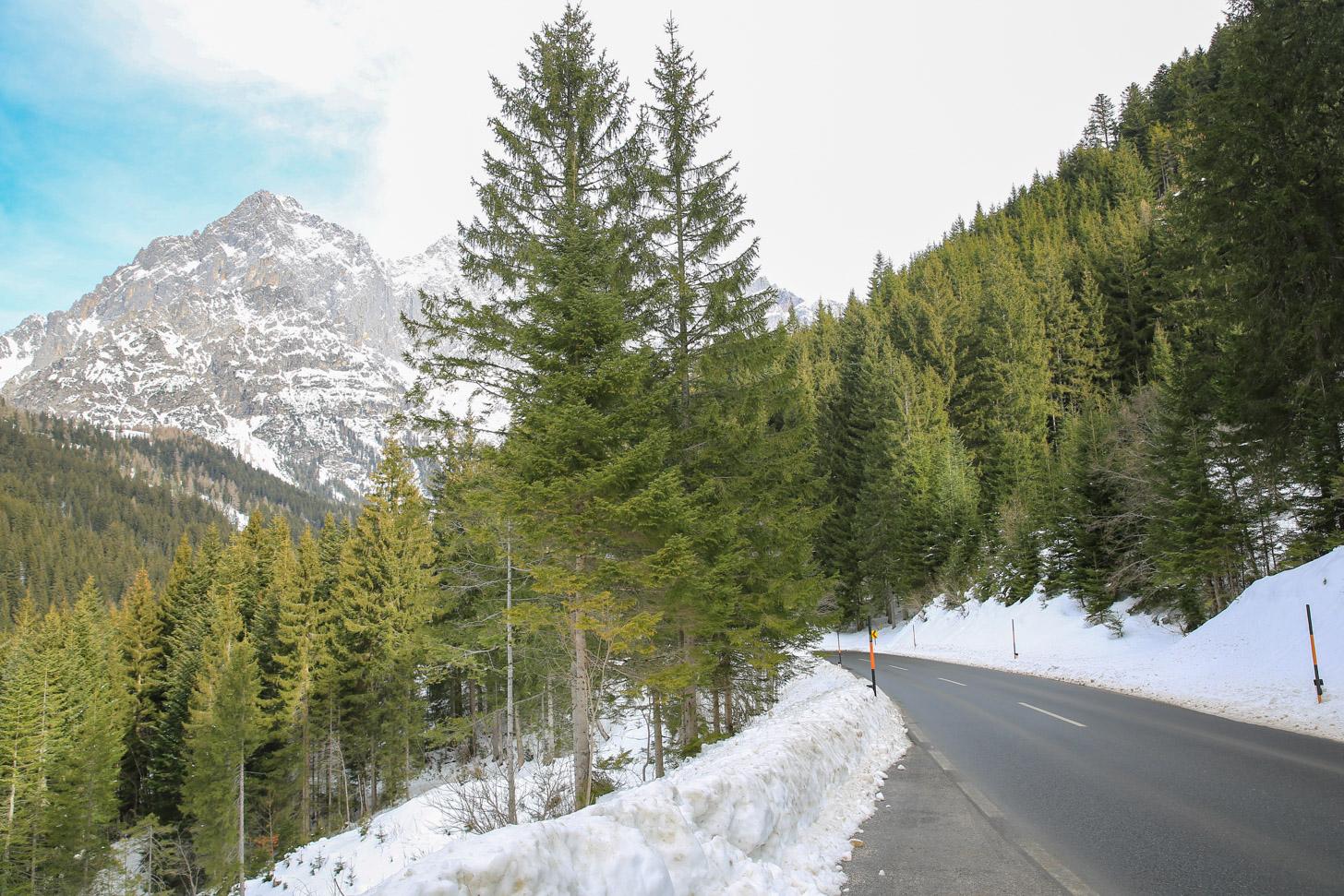 Een weg in Oostenrijk